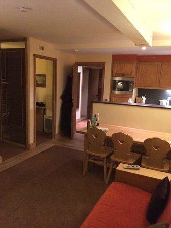Pierre & Vacances Premium Résidence Les Chalets du Forum : Living Room/Kitchen
