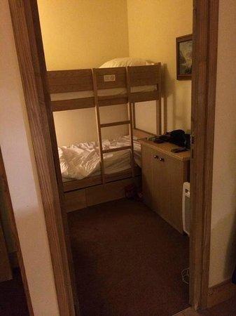 Pierre & Vacances Premium Résidence Les Chalets du Forum : Cabin Room with Bunk Beds
