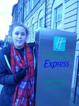 Holiday Inn Express - Edinburgh City Centre : outside the hotel