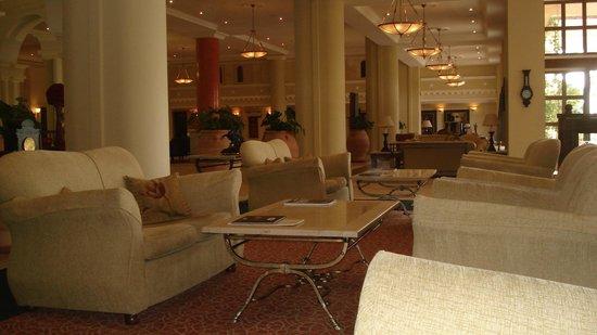 Elysium Hotel : Bar & Lounge area