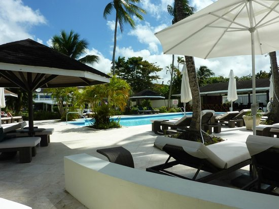Discovery Bay by Rex Resorts: Pool area Discovery Bay Barbados