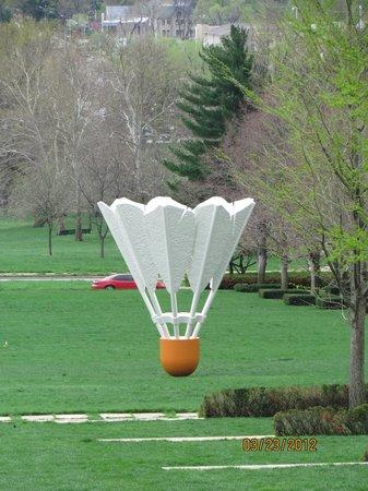 Nelson-Atkins Museum of Art: Shuttlecock in the outdoor sculpture garden