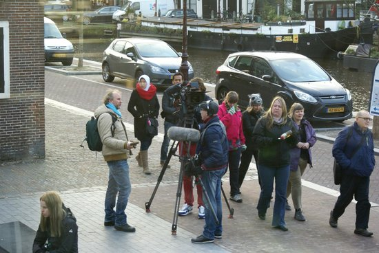 Maison Anne Frank : Camera Crew at the end of the queue to get in.
