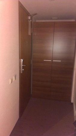 Mercure Marijampole: cupboard with safe