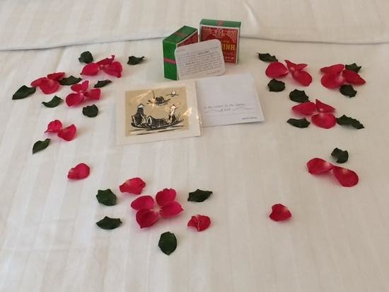Hanoi Meracus Hotel 1: Rose petals, note and sweet treat for our last night