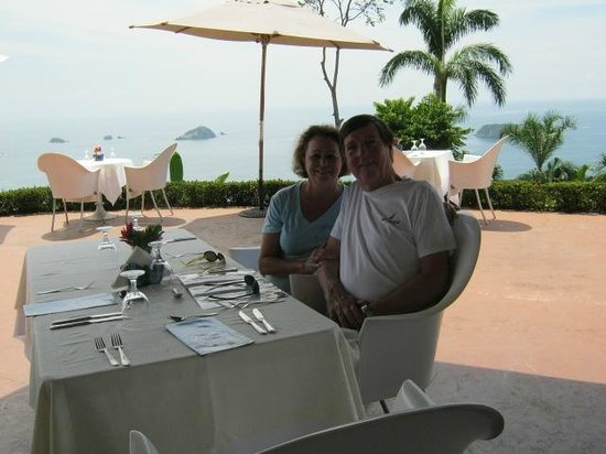 Piko Travel: Lunch at Mariposa Resturant