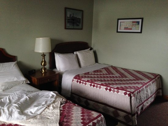 Colonial Motel : Bed