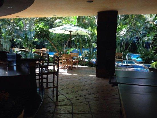 Grand Tikal Futura Hotel: Pool and Jacuzzi inside the Gym area.