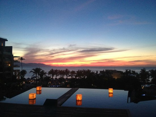 Secrets Vallarta Bay Resort & Spa: sunset from the lobby bar