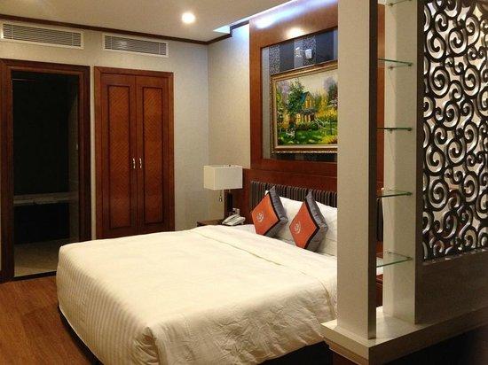 Hanoi Larosa Hotel : Вид номера