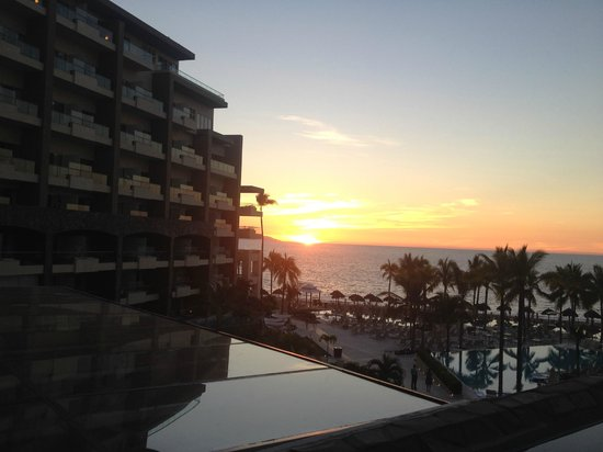 Secrets Vallarta Bay Puerto Vallarta: Sunset from Lobby Bar