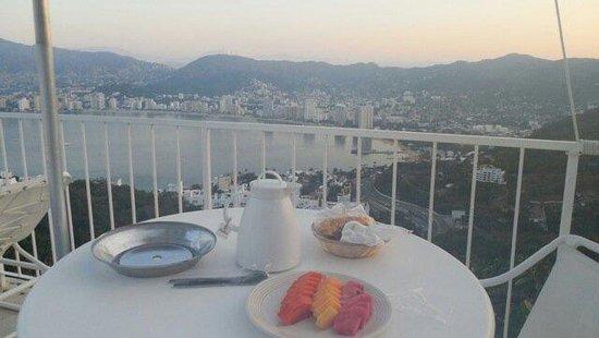 Las Brisas Acapulco: Breakfast