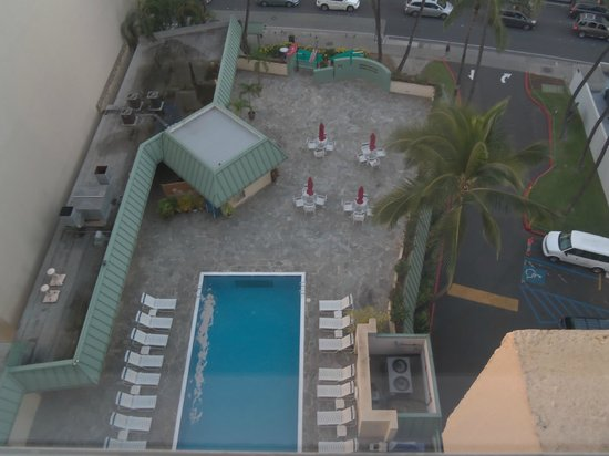 Ramada Plaza Waikiki: Loved this pool for the amount of sunlight