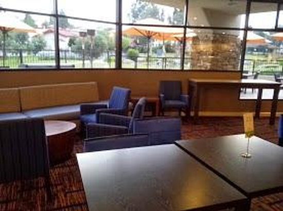 Courtyard San Diego Rancho Bernardo: Breakfast location