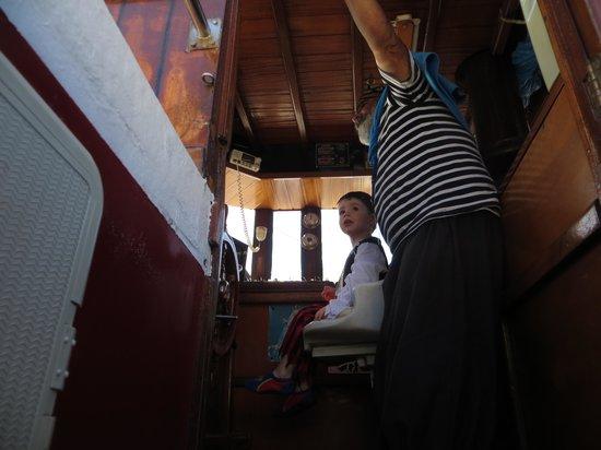 Excursiones de avistamiento de ballenas Flipper Uno: Oliver with the captain