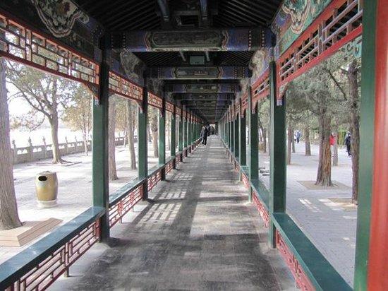 Long couloir du Palais d'été : Длинный коридор в Императорском саду