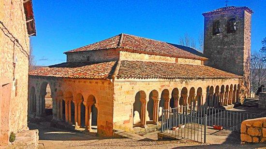 Hotel Cardamomo Siguenza: La Iglesia de Carabias junto al hotel, precioso románico