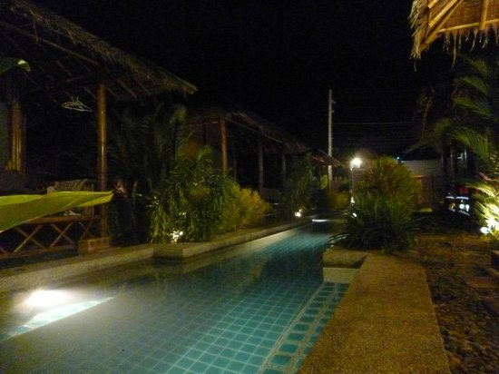 Bamboo Heaven Home : le resort by night