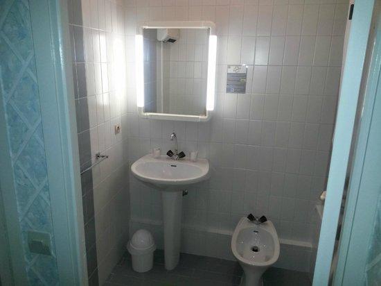 Hostellerie de Rimplas : Salle de bain avec baignoire toutes les chambres
