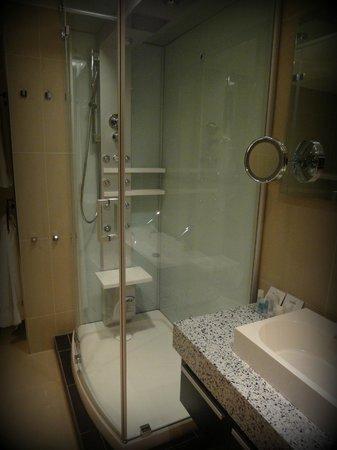Hotel & Spa Savarin: salle de bain