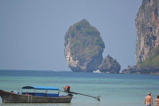 Phi Phi Islands: Small Hillock Island