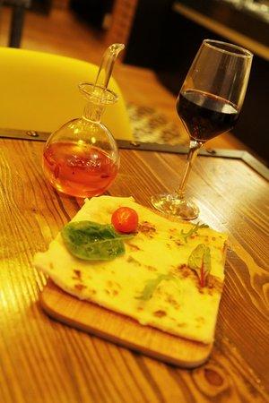 LOVE ITALY : Part de Pizza et sauce piquante maison