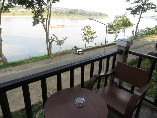 Ibis Styles Chiang Khong Riverfront: View of Mekong from the balcony