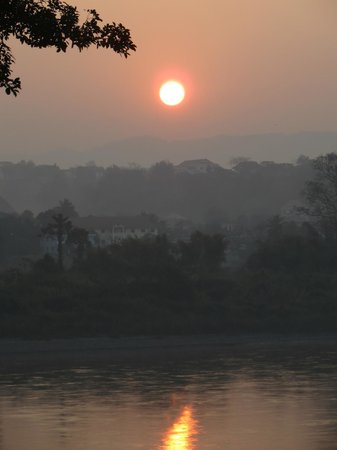 Ibis Styles Chiang Khong Riverfront: Sunrise over the Mekong