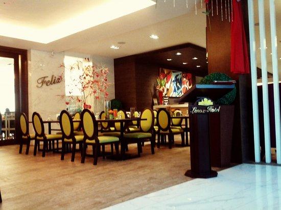 Lenox Hotel Cafe Feliz