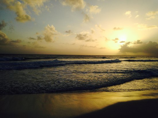 Hilton Barbados Resort: Sunset from the beach