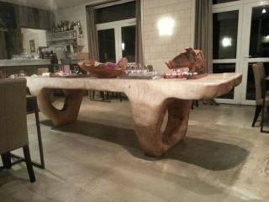 La Cour de Rémi : Table de la salle à manger