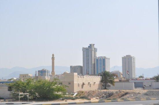 Bin Majid Mangrove: Вид отеля со стороны набережной Персидского залива