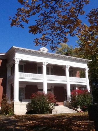 Cape Girardeau, MO : Exterior.  Owned by Mary Ann and Bert Kellerman. Restored in 2013.