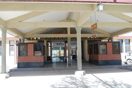 Hotel Jardines de Uyuni : Estação de trem em Uyuni em greve