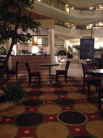 Embassy Suites by Hilton Secaucus - Meadowlands: Temporary bar area, the main bar is being renovated