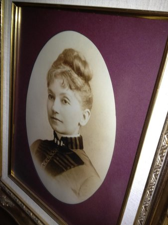 Cape Girardeau, MO: Marie Watkins Oliver....created the Missouri State flag in the home in 1908.  It was adopted on