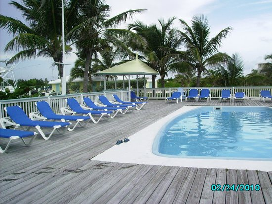 Sea Spray Resort & Marina: The pool is always open and is close to the outdoor bar and your boat.