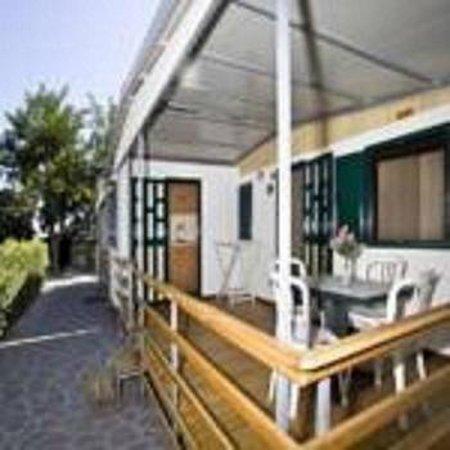 Camping Baia Unci: veranda bungalow