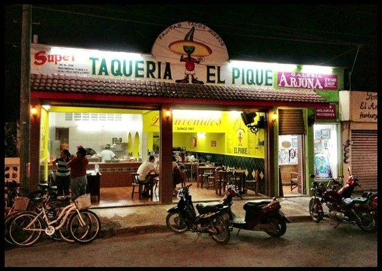 Taqueria El Pique: Front View