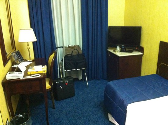 BEST WESTERN Hotel Mondial : Small single room
