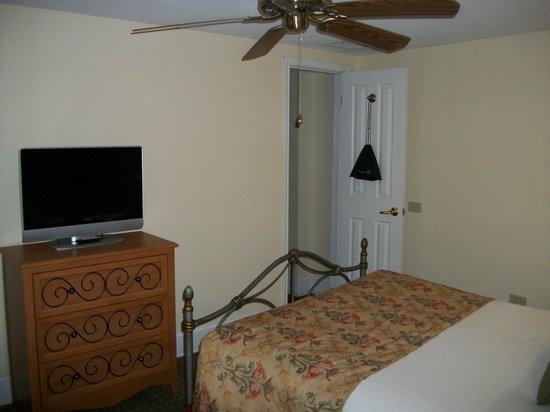 Wyndham Riverside Suites: Historic building, but modernized foir comfort.