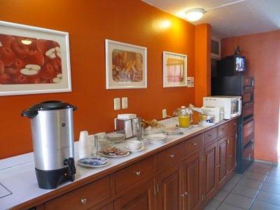 Hotel Camba : The breakfast room.