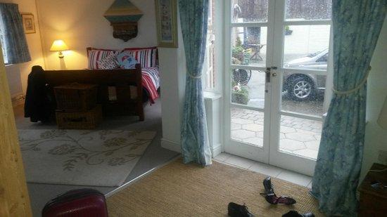 Blackbrook Lodge Caravan & Camp Site: Double bed and patio door to courtyard