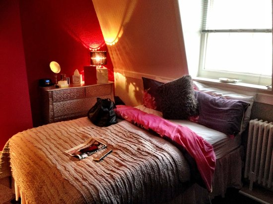 Roundhouse Hotel: Quirky, colourful and very cosy décor