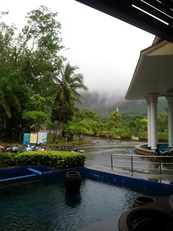 Lanta Resort: Rain season