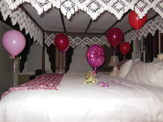 "Rabbit Hill Inn: Decorated bed ""Just us party"""