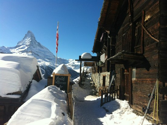 Restaurant Enzian: Entrance to rest. Enzian in Findeln / Zermatt