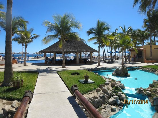 Posada Real Los Cabos: pool and bar