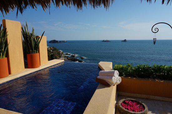 Capella Ixtapa : Your private pool