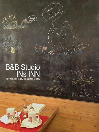 Bed & Breakfast Studio INs INN: Message on black board above table in the kitchen.